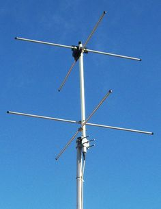 Two-element turnstile antenna for reception of weather satellite data, 137 MHz. Has circular polarization.