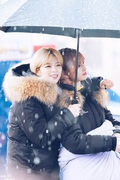 Twice Jungyeon and Momo Nayeon, South Korean Girls, Korean Girl Groups, Twice Jungyeon, Sana Minatozaki, Under The Rain, Hirai Momo, Dahyun, One In A Million