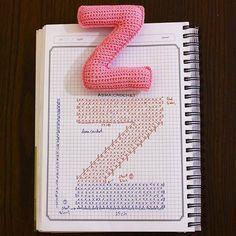 Amigurumi letter Z Crochet Gratis, Crochet Diy, Crochet Amigurumi, Crochet Home Decor, Love Crochet, Crochet Dolls, Crochet Flowers, Crochet Diagram, Crochet Chart