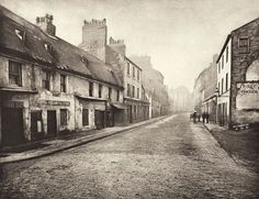 Old Glasgow photo of Main St. Gorbals, Looking South. The Old Closes and Streets of Glasgow. Welcome to Victorian Glasgow, take a step back in time and wonder down the lives and events of Glasgow's Victorian Era. Scotland History, Glasgow Scotland, Scotland Travel, Old Street, Main Street, Old Pictures, Old Photos, Gorbals Glasgow, Glasgow City