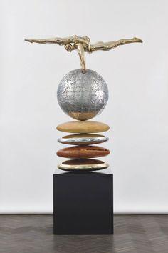 Lorenzo Quinn,un sculpteur italien nous impressionne avec ses sculptures incroyables.