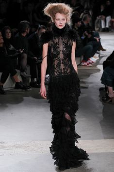 Alexander McQueen - Fall 2015 Ready-to-Wear - Look 35 of 36?url=http://www.style.com/slideshows/fashion-shows/fall-2015-ready-to-wear/alexander-mcqueen/collection/35
