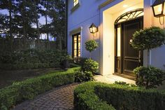 INVITING ENTRY WITH SIDE YARD DESIGNED BY THOMPSON   HANSON