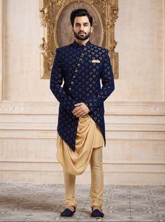 Indo western for men, wedding indowestern sherwani shopping, latest Sherwani For Men Wedding, Wedding Dresses Men Indian, Formal Dresses For Men, Sherwani Groom, Mens Sherwani, Tuxedos, Pakistani Dresses, Mens Indian Wear, Mens Ethnic Wear