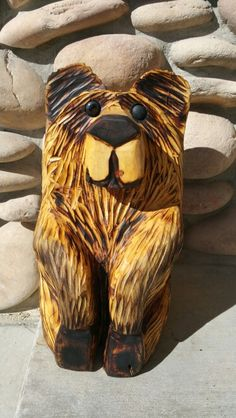 Sitting Bear grabbing toes carved by Bron Bybee Simple Wood Carving, Dremel Wood Carving, Sculptures, Lion Sculpture, Chainsaw Carvings, Wall Wood, Woodworking Ideas, Wood Crafts, Cravings