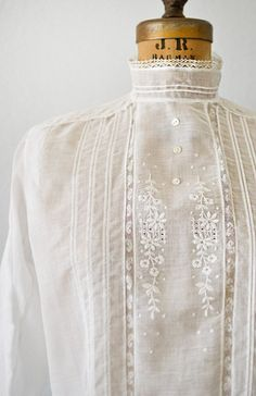 Vintage Fashion embroidery and pintuck detail on Edwardian blouse - Victorian Blouse, Edwardian Dress, Edwardian Fashion, Vintage Fashion, Edwardian Style, Vintage Beauty, Modern Victorian Fashion, Victorian Era, Gothic Fashion