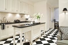 Hermosas Cocinas en Color Blanco y Negro con pisos en damero