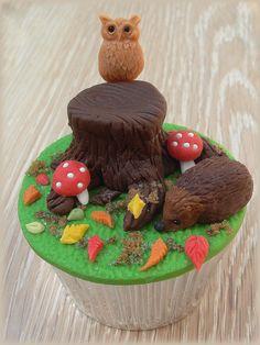 autumn wildlife cupcake