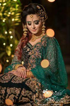 Latest Beautiful Hand Mehndi Designs 2019 - Step by Step Guide Pakistani Wedding Outfits, Pakistani Bridal, Bridal Outfits, Indian Bridal, Bridal Dresses, Desi Wedding, Wedding Bride, Wedding Dress, Indian Wedding Photos
