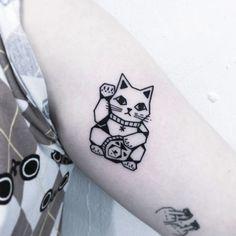 66 Bold Blackwork Tattoos by Greemtattoo Maneki Neko Tattoo by Greemtattoo Cat Tattoo Designs, Music Tattoo Designs, Tattoo Design Drawings, Tattoo Music, Pretty Tattoos, Cute Tattoos, Tattoos For Guys, Tattoos For Women, Luck Tattoo