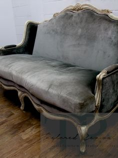 40 Super Ideas for classic furniture french couch Diy Furniture Couch, French Furniture, Farmhouse Furniture, Classic Furniture, Upcycled Furniture, Rustic Furniture, Furniture Makeover, Vintage Furniture, Furniture Design