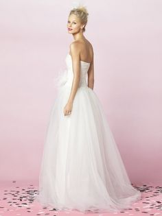 Princess Sweetheart Strapless Floor-length in Organza Wedding Dress After Wedding Dress, Pretty Wedding Dresses, Wedding Dress Styles, One Shoulder Wedding Dress, Blush Bridal, Bridal Gowns, White Bridesmaid Dresses, Sophisticated Bride, Bridal Style