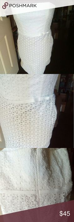 Laundry by Shelli Segal White Eyelet Dress, 6 Laundry by Shelli Seal white eyelet strapless dress. Size 6. Excellent condition!  I wore it one time for family photos. Any questions please feel free to ask! Laundry By Shelli Segal Dresses Strapless