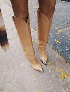 Isabel Marant Stahlkappenstiefel – lornaluxe – Join in the world of pin Cowboy Boot Outfits, Cowboy Boots, Tan Boots Outfit, Camel Boots, Crazy Shoes, Me Too Shoes, Isabel Marant, Steel Cap Boots, Look Casual