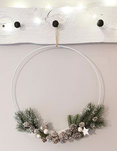 Ideatasku: kranssit Wreaths, Home Decor, Deco Wreaths, Metal Ring, Gold Rings, Christmas Decorations, Crafting, Decoration Home, Door Wreaths