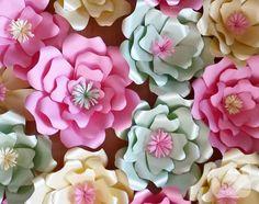 muhteşem kağıt ve karton çiçekler. kocaman, çok güzel. 10marifet.org'da kağıt çiçek nasıl yapılır, kağıt çiçek modelleri, kartondan çiçekler, karton çiçek süslemeleri...