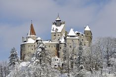 Bran Castle, Transylvania - the inspiration for Dracula, even though Vlad Tepes only stayed there a couple of times. Draculas Castle Romania, Bran Castle Romania, Hotel Breaks, Dracula Castle, Ice Hotel, Hotel Stay, Little Paris, Fairytale Castle, Edinburgh Castle
