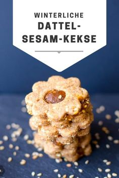 Vegane Dattel-Sesam-Kekse, einfach und schnell gemacht, gesund und hübsch anzus… Vegan date sesame cookies, made easy and fast, healthy and pretty to look at. Perfect for winter snack experiences! Good Smoothies, Pear Smoothie, Fruit Smoothies, Smoothie Recipes, Biscuits Végétaliens, Biscuits Faciles, Biscuit Vegan, Vegan Biscuits, Sesame Cookies
