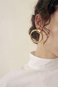 Laura Lombardi gold hoop earring | @styleminimalism visit us on canawan.com