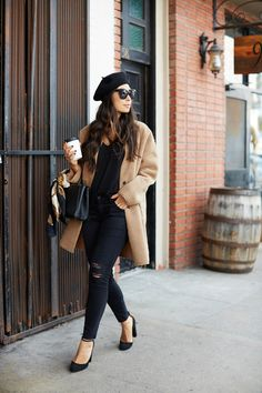 It has made its way to our closet for stylish wardrobe accessories. But what is the proper hat for spring outfit? Paris Outfits, Outfits With Hats, Mode Outfits, Fall Outfits, Casual Outfits, Fashion Outfits, Fashion Ideas, Barett Outfit, Mantel Camel