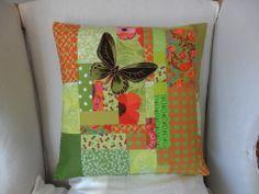 Housse de coussin patchwork vert anis & papillon : Textiles et tapis par michka-feemainpassionnement