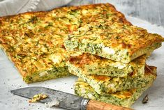 Greek zucchini plate cake & Sweet recipes The post Greek zucchini plate cake & Sweet recipes appeared first on Flammkuchen Toast. Vegetarian Recepies, Vegetable Recipes, Vegan Meals, Tapas, Oven Dishes, Buffet, Easy Food To Make, Greek Recipes, Healthy Cooking