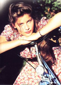 Laetitia Casta ( La bicyclette bleue)