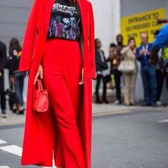 Red is a trend in 2017. Go to blog to see other outfits . Vermelho é tendência em 2017. Entra no blog pra ver outros looks . Link in bio 😉    In love #fashion #fashionable #fashionist #fashionista #fashionblog #fashionblogger  #hype #moda #estilo #style #outfit #outfits #lookdodia #inspiration #instafashion  #cute  #outfitoftheday #ootd #ootn #decor #wedding #beautiful  #street #hype #cool #grunge  #streetstyle #fashiondiaries  #redoutfit