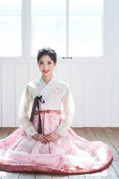Ulzzang Korean Girl, Baby Car Seats, Entertainment, Kpop, Costumes, Weddings, History, Children, Young Children