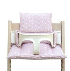 Tatataataaaa🎉, hier kommt unser jüngster Neuzugang im #etsy-Shop: Unser Tripp Trapp Sitzkissen in Happy Star Rosa! #rosa #weihnachten #tripptrapp #sitzkissen #kissen #stokke #sitzverkleinerung Chair Covers For Sale, Folding Chair Covers, Chair Back Covers, Fold Up Chairs, Wooden Folding Chairs, Baby Set, Pool Lounge Chairs, High Chairs, White Leather Office Chair