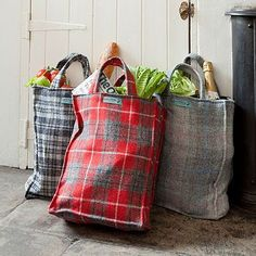 Harris tweed and tartan shopping bags - could use thrifted men's jackets. I love these - much better than the green shopping bags from the supermarket. Fabric Crafts, Sewing Crafts, Fall Sewing Projects, Diy Sac, Harris Tweed, Fabric Bags, Wool Blanket, Bag Making, Thrifting