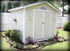 Cute Painted Sheds | Arent my vincas getting nice & big? LOVE these flowers....seriously ...