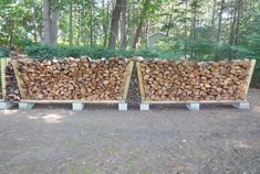 Building a no-tools-needed firewood rack A stable, strong, easily-movable, cheap firewood rack is a thought-provoking project. Cheap Firewood, Outdoor Firewood Rack, Firewood Shed, Firewood Storage, Backyard Projects, Outdoor Projects, Building A Deck, Outdoor Gardens, Outdoor Living