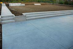 Terras in gepolierde beton Concrete Patios, Back Gardens, Outdoor Gardens, Love Garden, Home And Garden, Garden Renovation Ideas, Outdoor Steps, Garden Floor, Garden Architecture