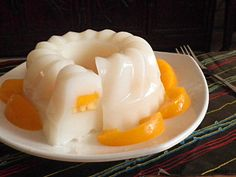 SOY MILK JELLY  10g agar powder  1  liter soy milk  1/2 cup water  2 pandan leaf knotted  200g  castor sugar  sliced  peaches