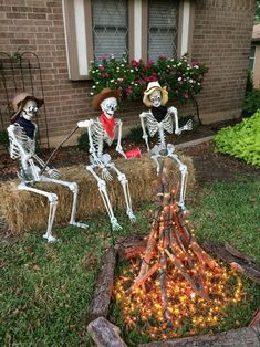 24 Cool DIY Halloween Projects Will Give Your Guests A Fright - ‣ a u t u m m - halloween crafts Diy Halloween Projects, Casa Halloween, Homemade Halloween Decorations, Halloween Party Decor, Holidays Halloween, Happy Halloween, Creepy Halloween, Halloween 2014, Halloween Yard Ideas
