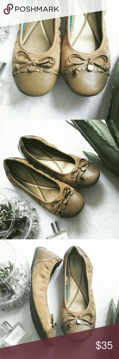 $75 CHARM BOW FLATS Brand new never worn! Not actual Coach, just similar to Coach and for brand exposure! Genuine and vegan leather. Any questions feel free to ask :) always accepting offers! Coach Shoes Flats & Loafers