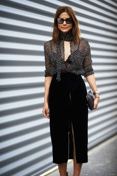 Every fashion week, the fashion lovers must always wait for street style photos of the fashionista who attended the series of fashion shows. From phot. Cool Street Fashion, Street Chic, Look Fashion, Fashion Photo, Womens Fashion, Paris Street, Skirt Fashion, Trendy Fashion, Street Wear
