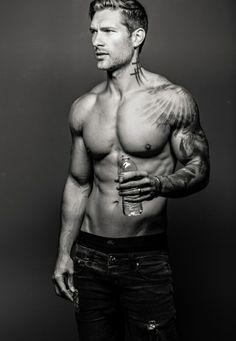 Tatouage epaule homme ligne de vie tatouage portrait ange tatou epaule et main