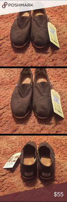 ✨BRAND NEW TOMS SHOES BRAND NEW TOMS SHOES. Size 7.5 Wide. NWT. Color Brown Shoes