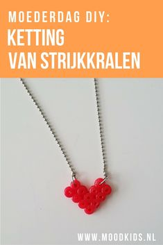 Vaders opgelet! Dat jouw partner de liefste moeder van de wereld is, laat je zien door deze moederdag ketting te maken samen met je kind. Craft Projects For Adults, Diy Craft Projects, Crafts, Mother's Day Diy, Little Gifts, Diys, Crochet Necklace, Creative, Gift Ideas