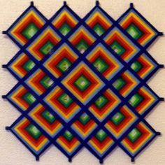 Mandala representando o Nó Infinito Tibetano. Feita com linhas acrílicas, com base de varetas 0,6cm de espessura,.