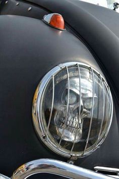 Skull headlight....OMG I need these for my vehicle!!!