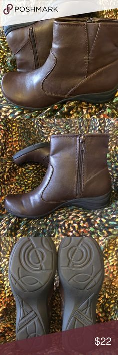 "Hush Puppies Fiona Alternative Boot NWOT Synthetic 1.5"" heal, 6"" shaft, breathable microfiber lining, rubber outsold with traction, dark brown, light weight.  Size 8 but seems to run a bit small, side zip with elastic stretch. Hush Puppies Shoes Ankle Boots & Booties"