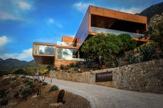 p+0 architecture cantilever casa narigua over the mountains of northern mexico
