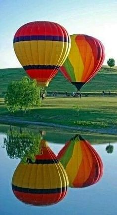 Hot air balloon reflection in the lake. Flying Balloon, Air Balloon Rides, Hot Air Balloons, Balloons Photography, Nature Photography, Air Ballon, Belle Photo, Cool Pictures, Scenery