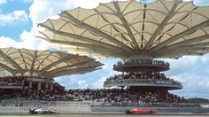 Each year, the Sepang International Circuit hosts the Malaysian Grand Prix. The circuit structures are extraordinary with expansive technical and press complexes which encompass 70,000 square meters of protected spectator stands. This structure has stood wrinkle-free and without folds since its debut in 1998 thanks to its Serge Ferrari composite material.
