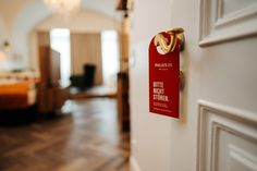 Im Hotel Palais26 empfängt Sie unser Personal fürstlich. Ob im Superior Doppelzimmer oder unserer Junior Suite, wir bieten Komfort höchster Klasse 🥂 #österreich #palais26villach #villach #stayinstyle Neues Palais, Komfort, Modern, Villach, Double Room, Winter Vacations, Old Town, Remodels, Trendy Tree