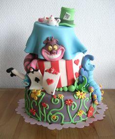 Alice in Wonderland Birthday Cake. even tho i dont like cake. i loveee alice! Pretty Cakes, Cute Cakes, Beautiful Cakes, Amazing Cakes, Alice In Wonderland Cakes, Alice In Wonderland Birthday, Bolo Tumblr, Rodjendanske Torte, Disney Cakes