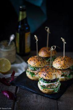Avec les buns réalisés il y a quelque temps, j'avais préparé de succulents hamburger au saumon frais accompagnée d'une sauce au raifort. Pour 8 mini hamburger : 8 buns à hamburger (la recette ici ...